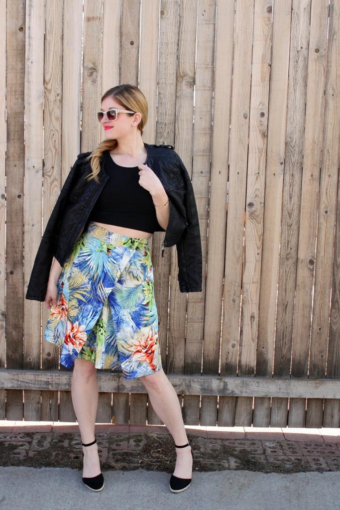 Printed skirt, crop top, spring outfit // My Boring Closet
